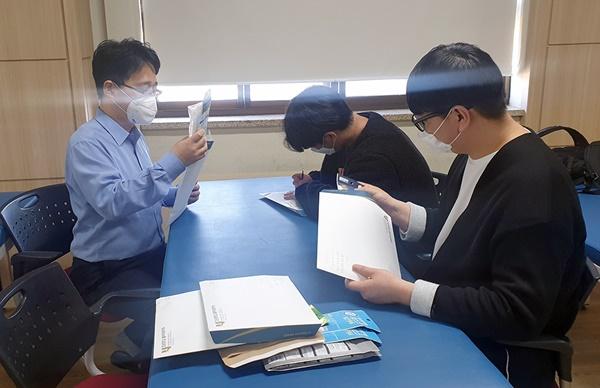 물리치료학과, 영남권 재학생에 격려 편지·마스크 전달